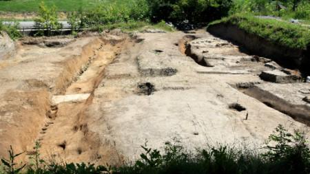 """Разкопки на неолитното селище в Слатина, намиращи се на ул. """"Неделчо Бончев """" в комплекса на БАН."""