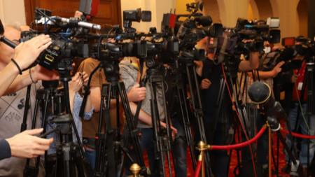Журналистите не бива да спират да задават въпроси