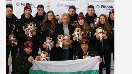 Мария Гроздева с младите ни олимпийци.