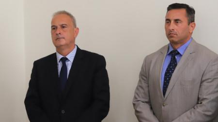 """Румен Спецов, директор на НАП (вдясно), и Павел Тонев - на агенция """"Митници"""", 14 май 2021 г."""