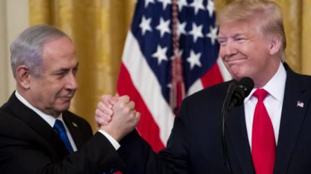 Доналд Тръмп обяви плана си за разрешаване на израелско-палестинския конфликт в Белия дом във Вашингтон в присъствието на израелския премиер Бенямин Нетаняху.