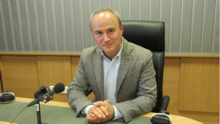 "Н. Пр. Йон Гълеа в студиото на програма ""Христо Ботев"""