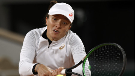 Ига Швьонтек е на полуфинал в Париж без загубен сет.