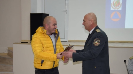Комисар Стилиян Пешев връчи на Станислав Георгиев от Видин националната наградата от конкурса