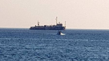 41 мигранти на борда на кораба Алекс, ръководен от базираната в Италия организация Медитеранеа, най-накрая стъпиха на твърда земя на пристанището на остров Лампедуза