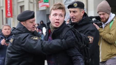 Задържане на Роман Протасевич, опитващ се да отрази протест в Минск на 26 март 2017 г.