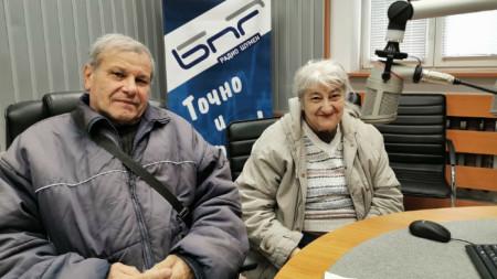 Йовка и Слави Бойчеви в студиото на Радио Шумен.