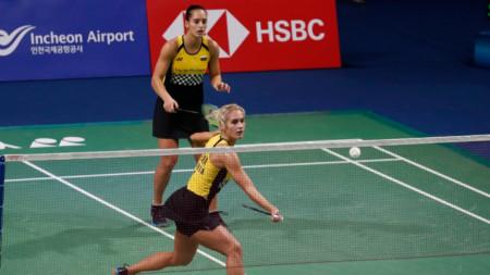 Габриела (на мрежата) и Стефани Стоеви стигнаха до осминафиналите в Инчеон.