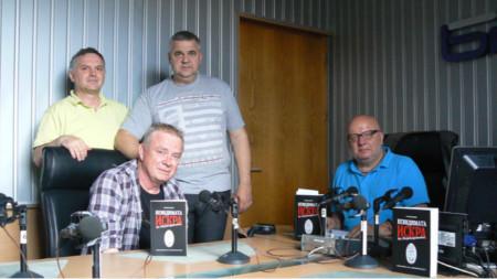 Доц. д-р Спас Ташев и арх. Ивелин Любенов (прави), Румен Василев и Румен Леонидов (седнали)