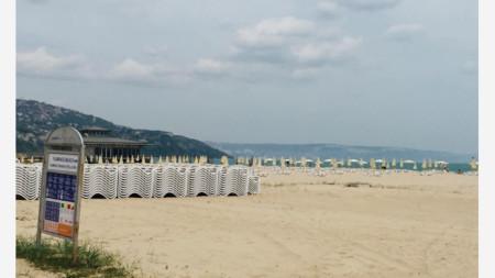 Плажът в курорта Албена - май 2020