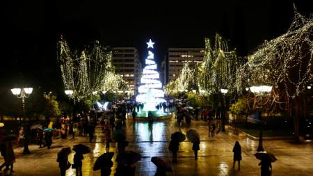 Коледната украса на площад