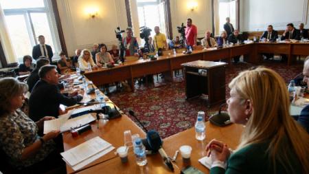 Заседание на парламентарната комисия по правни въпроси.