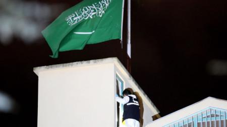 Турски криминалист участва в претърсването на консулството на Саудитска Арабия в Истанбул.