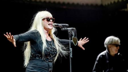 Е, няма как Деби Хари да е с друга коса, след като е вокалистка на група с името