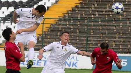 Футболистите на Славия надиграха Академия Пандев