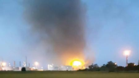 Пожар в петролна рафинерия на компанията ENI в град Санадзаро де' Бургонди, Италия
