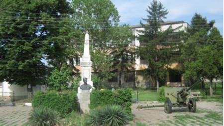 Паметникът в село Буковец