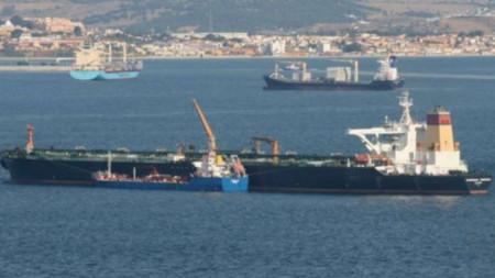 Петролен супертанкер