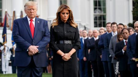 Доналд и Мелания Тръмп в момент на мълчание на 18-ата годишнина от терористичните атаки на 11 септември