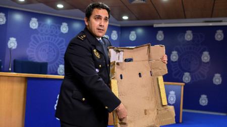 Кашони с плодове са били напоявани с кокаин, който после е бил извличан по специален начин. 13 май 2020 г.