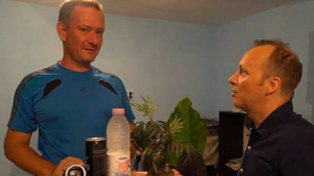 Преди дни репортер на Би Би Си откри Даниел Ериксон (вляво) в Сливен. Той нарушил съдебна заповед да не напуска Великобритания.