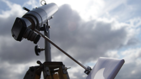 Наблюдение на слънчево затъмнение