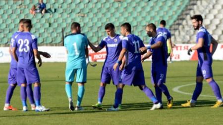 Етър продължава без победа в Първа лига