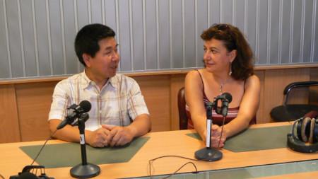 Мариана и Тиен Дзиендзюн в студиото на предаването.