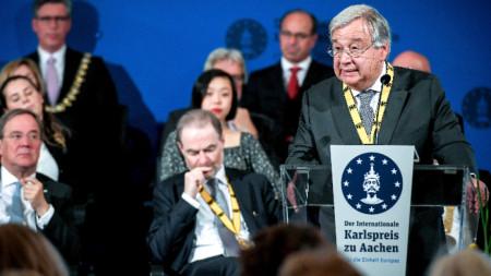 Антонио Гутериш държи реч в Аахен при връчването му на наградата