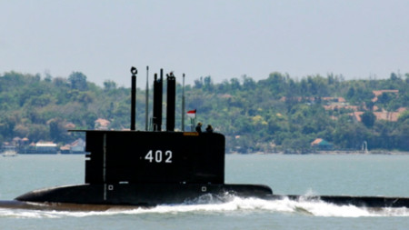 Индонезийската подводница КРИ Нангала-402.