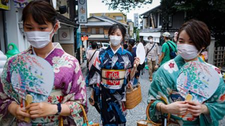 Кимоното в съчетание с предпазната маска през  коронапандемията
