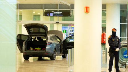 Сапьори не откриха експлозиви в колата на албанците, които направили ислямистки изявления при задържането им.