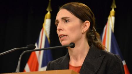 Новозеландският премиер Джасинда Ардърн обеща затягане на законите за оръжията.