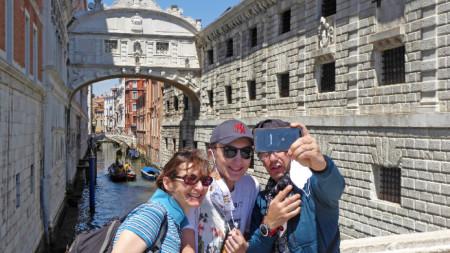 Венеция, 1 юни 2020 г. Отпадна задължителното носене на маски на открито.