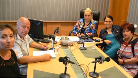 Виктория Казакова, Захари Генов, Анелия Торошанова, Росица Станулова и Елена Кърпачева (отляво надясно)