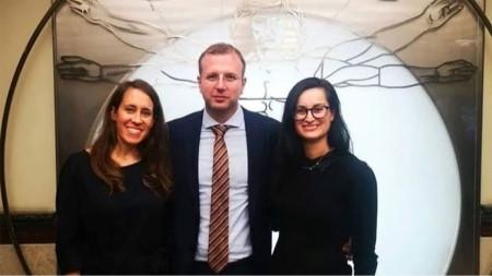 Д-р Славяна Галева (вдясно) с участниците във форума д-р Самира Абдел Азим от Австрия и д-р Люшън Поп от Румъния
