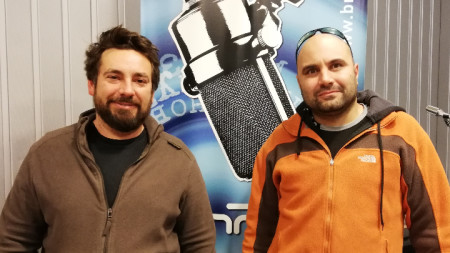Авторите Добрин Атанасов и Любен Кулелиев посетиха БНР преди откриването на изложбата