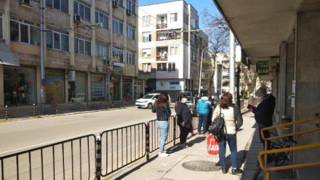Чакащи за регистрация в Бюрото по труда във Враца.