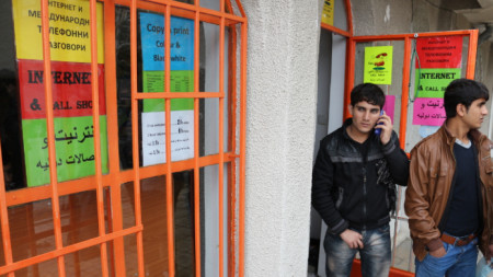 Центърът за настаняване на бежанци в Харманли е временна спирка за много от мигрантите у нас.
