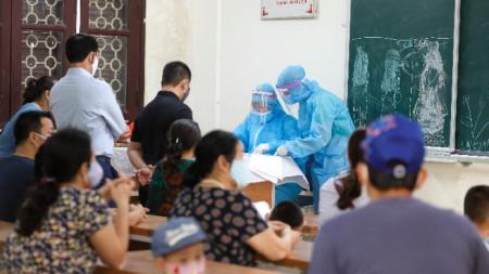 Център за извършване на тестове за коронавирус в Дананг.