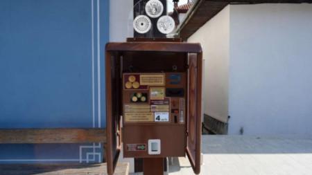 Автоматът в двора на музейния комплекс.