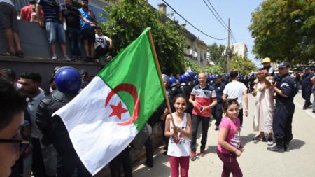 Протестите в Алжир продължават от пролетта