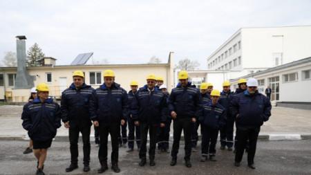 Работници от преработвателно предприятие в Русе