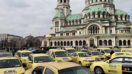 Протестът на таксиметровите шофьори в София.