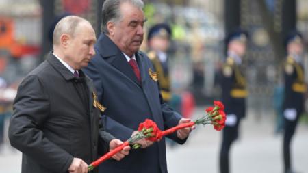 Денят на победата - Москва, 9 май 2021 г. Путин с таджикския си колега Емомали Рахмон.