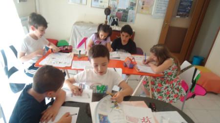 Деца от неделно училище