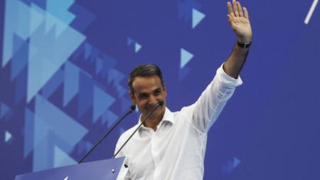 """Социологическите агенции дават на """"Нова демокрация"""", водена от Кириакос Мицотакис, преднина от 5-8% за евроизборите."""