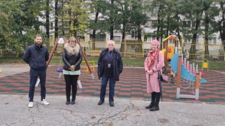 Представители на Ротаракт клуб София, по чиято инициатива е създадено съоръжението.