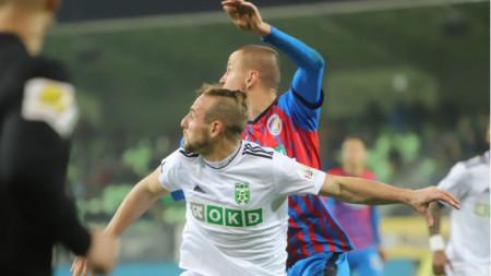Стивън Петков в мача срещу Пилзен.