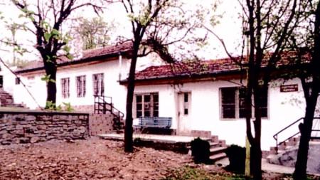 Читалището в село Лозен
